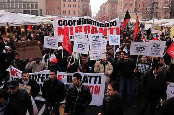 Carta di soggiorno revocata ai disoccupati. I migranti scendono in ...